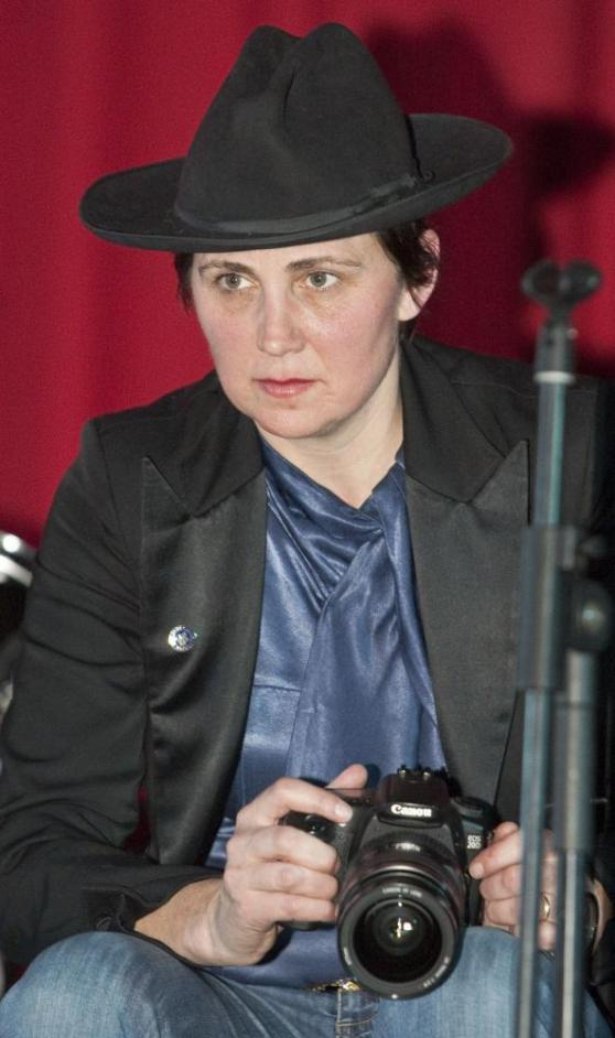 Evi Quaid does look like kd lang's best friend, doesn't she?