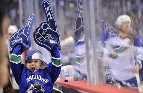 Canucks Fan gives double fingers