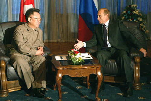 Kim Jong Il looking at Putin