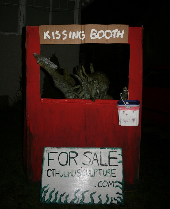 Cthulhu Kissing Booth: Pucker up and hang on to your sanity...if you CAN